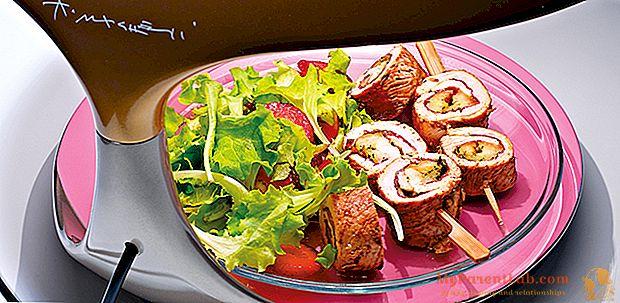 Brochetas de carne. Pollo con queso scamorza, hierbas aromáticas y jamón.
