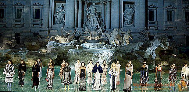 Los 90 años de Fendi, desfile de modas en la Fontana de Trevi.